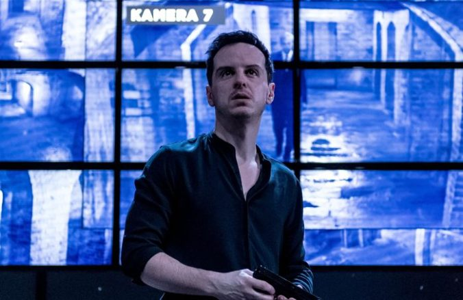 Andrew-Scott-as-Hamlet_3credit-Manuel-Harlan-700x455