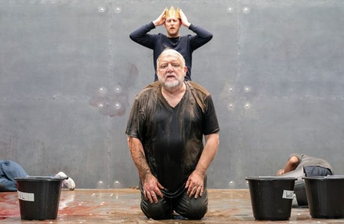 the-tragedy-of-king-richard-the-second.-simon-russell-beale-and-leo-bill.-photo-credit-marc-brenner-101-700x455